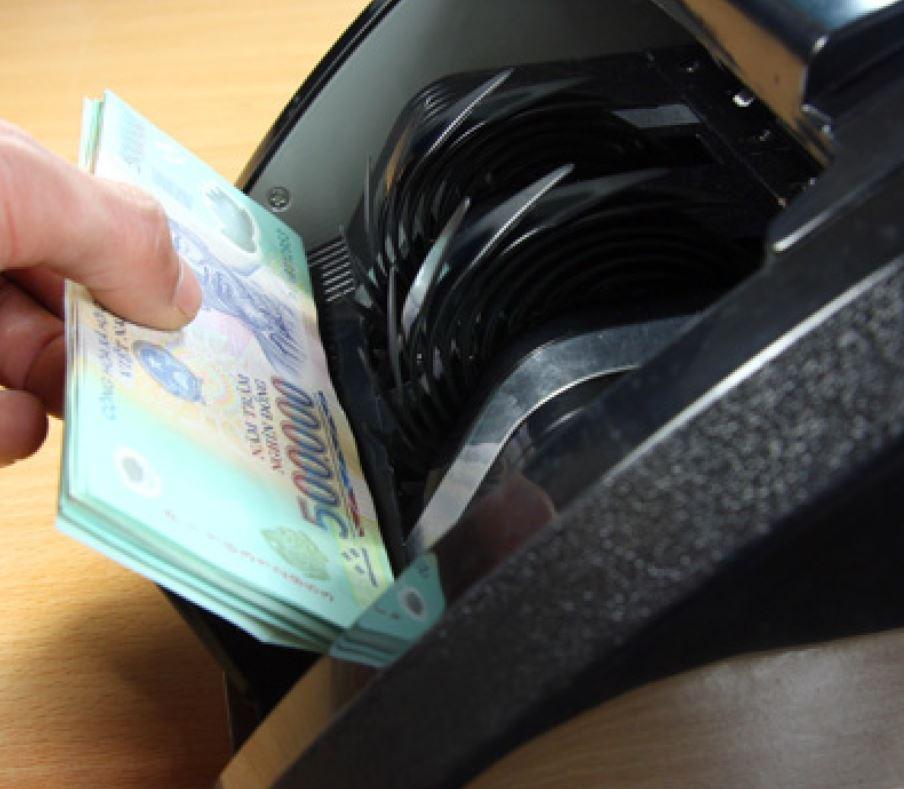 máy đếm tiền phát hiện tiền giả